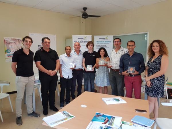 SACRE Léo ( Chargé de mission de Technopole de La Réunion) – ZEMMOUR Charles (CIT – 3ème prix) – DORILAS Jérémy (KOWIDI – 2ème prix) – GABORIAU Laurent (Directeur de La Technopole de La Réunion) – BONTE Rudy (Adopte Un Artiste – 1er prix) – AREKION Lise (Run'Nature – Prix espoir) – LAPPIERRE Jean-Philippe (CIT – 3ème prix) – MOHAMED Chafik (ISS - Prix spécial numérique) – MAILLOT Erika (Chargé de mission Technopole de La Réunion)