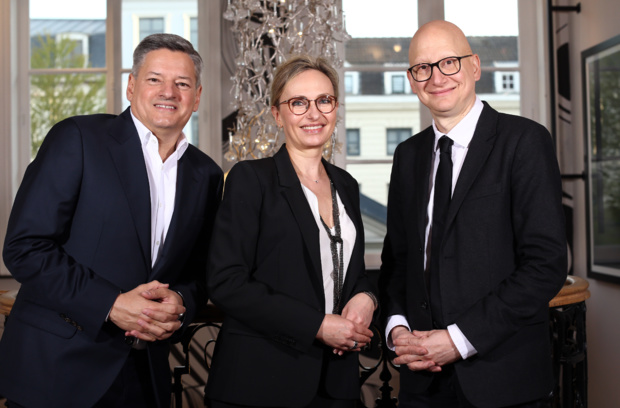 Sur la photo: Ted Sarandos, Iris Bucher et Ara Aprikian