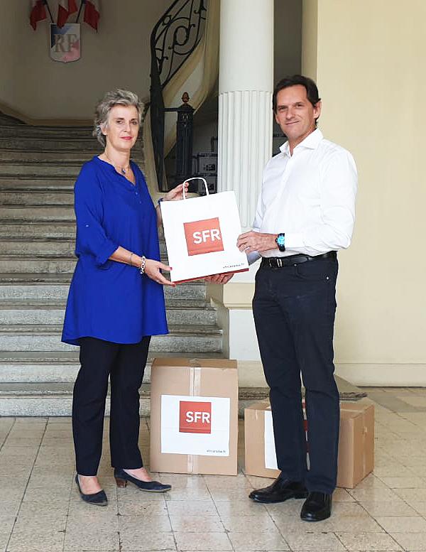 SFR Caraïbe offre 55 tablettes aux Ehpads de Martinique