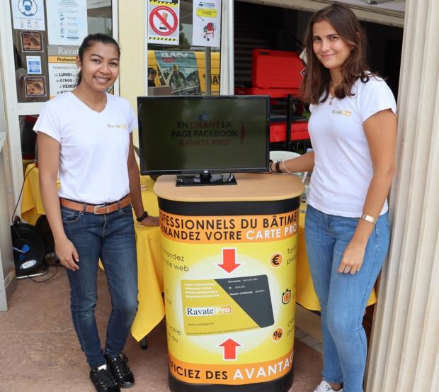 Narindra Meronville et Jade Pongerard faisant la promotion de la carte pro