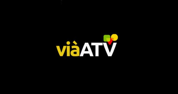 Des militants du mouvement Rouge Vert Noir mobilisées devant les locaux de la chaîne ViàATV