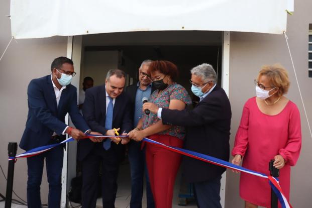 Inauguration de la plateforme Coeur en Partage, Coupure du ruban par les officiels