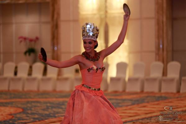 Hinarere Taputu Miss Tahiti 2014