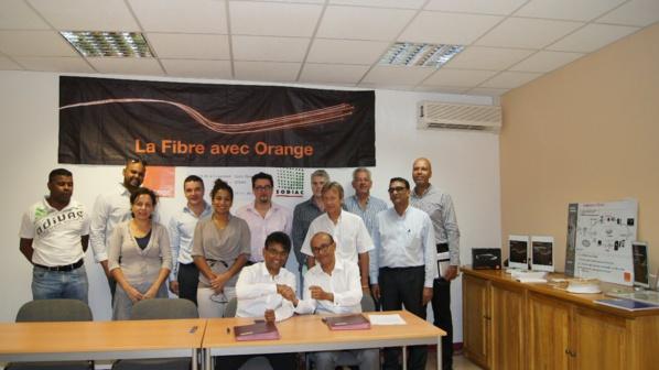 La Réunion: La Sodiac et Orange s'engagent pour le déploiement de la fibre optique dans près de 2000 logements locatifs sociaux de la ville de Saint-Denis.