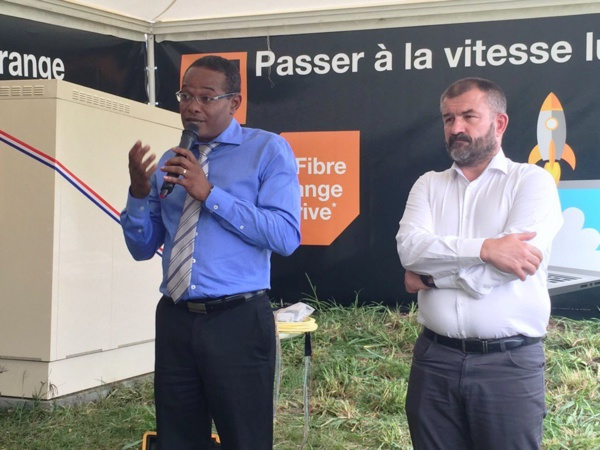 Ci-dessus: Le maire de Fort-de-France et Vincent Pajol directeur d'Orange Antilles-Guyane