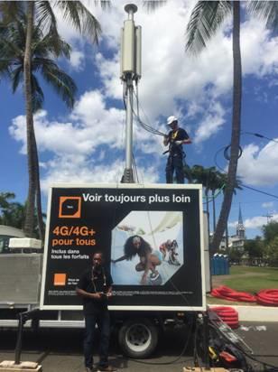 Photo: Mise en œuvre d'émetteur 4G temporaire au cœur des événements par les équipes techniques d'Orange lors du Carnaval 2017