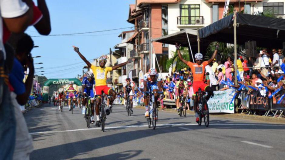 La joie du Guadeloupéen Cédric Locatin vainqueur du tour de Guyane 2016 © Myrna Glennie