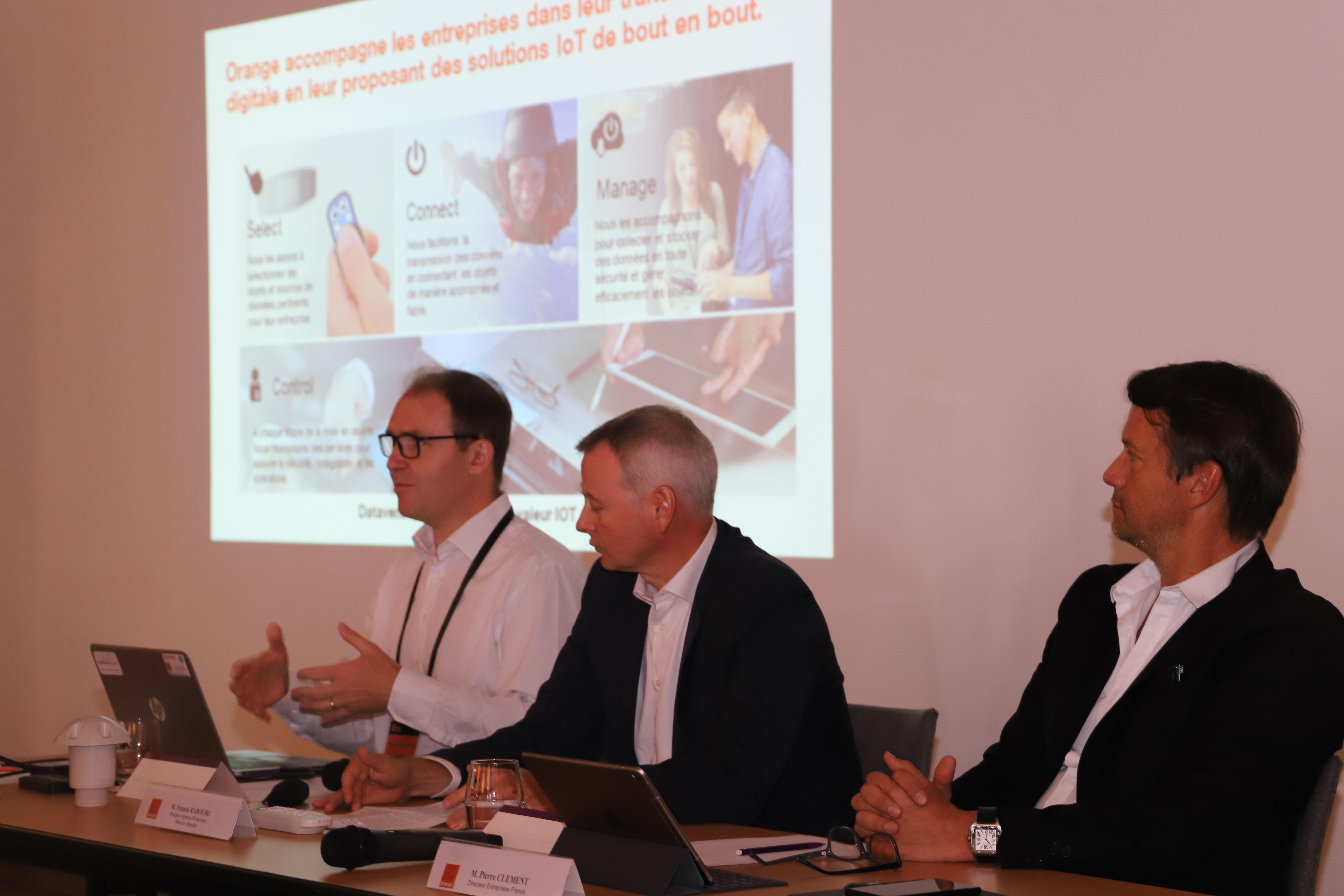 Sur la photo (De gauche à droite): Grégoire De Changy (Responsable Marketing Solutions IOT France), Franck Rabourg (Directeur Agence Entreprise Réunion-Mayotte) et Pierre Clément (Directeur entreprise France)