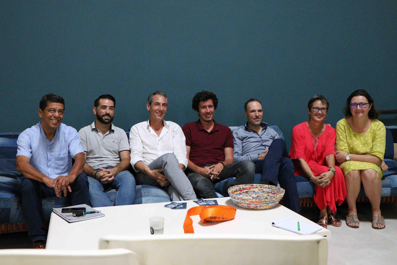 Sur la photo: Eric Magamootoo, Rémy Voluer, Philippe Sidelsky entouré des membres de son mouvement