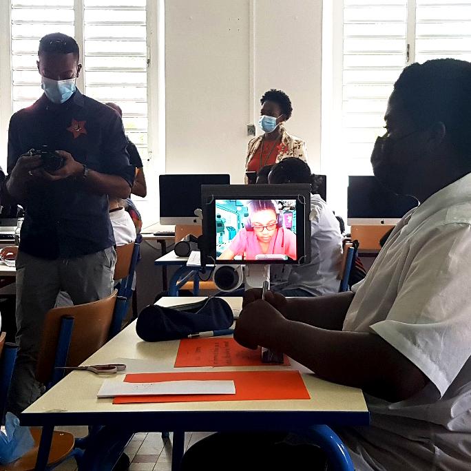 SFR Caraïbe permet aux enfants malades de suivre leurs cours grâce à un robot de téléprésence