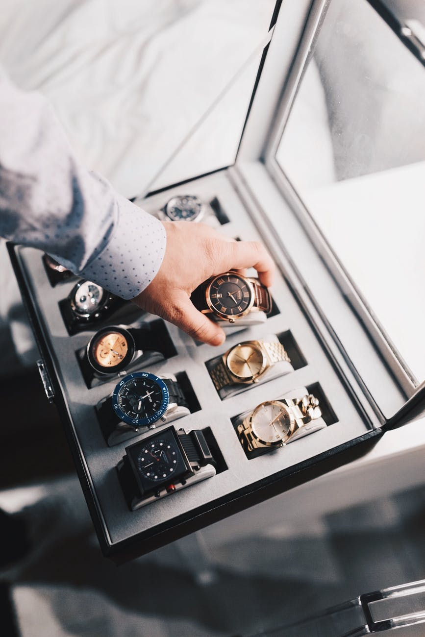 Comment fonctionne le verre qui peut transformer n'importe quelle montre en objet connecté ?