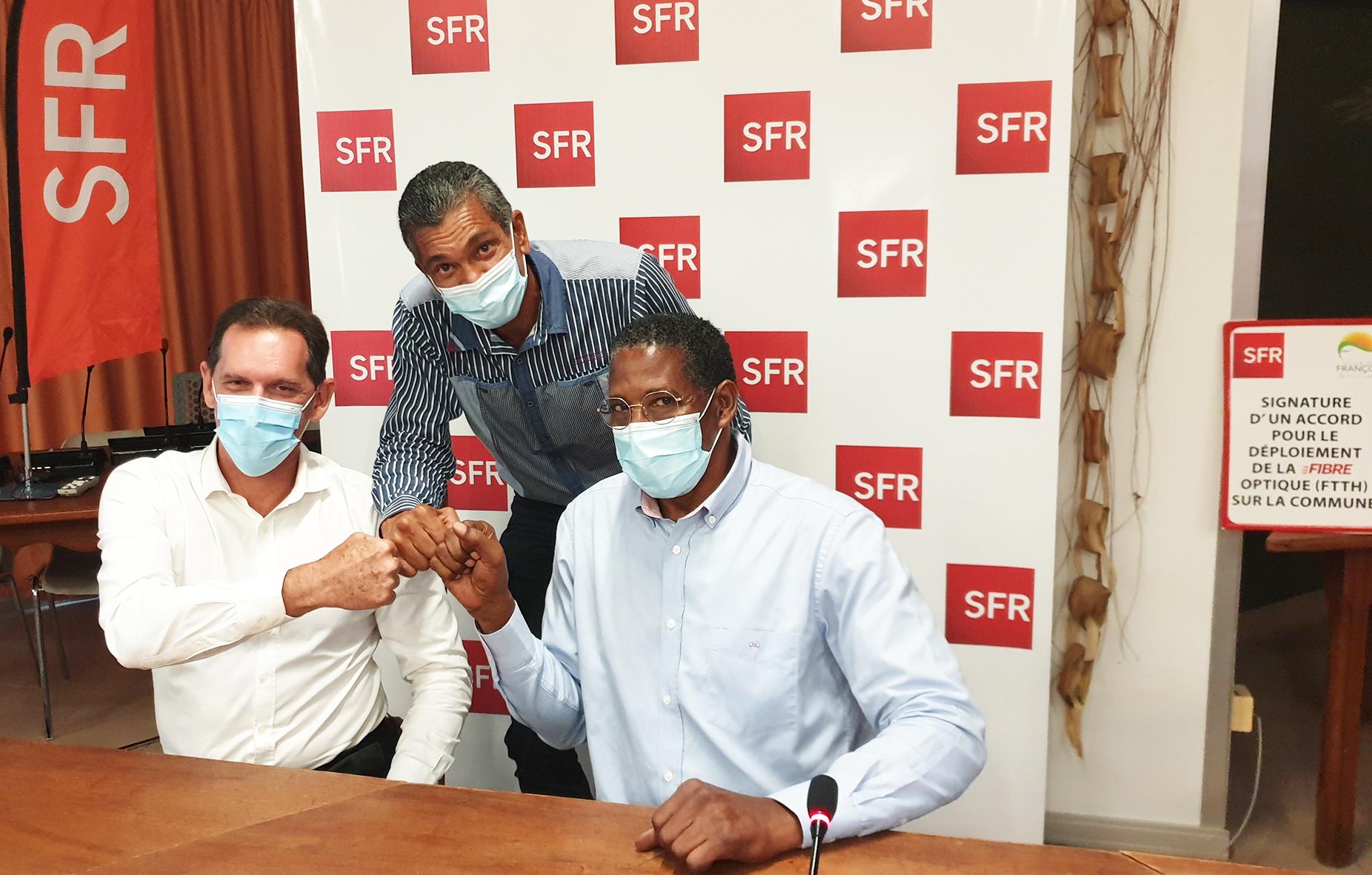 SFR / Mairie du François: signature accord de déploiement de la Fibre optique en commune