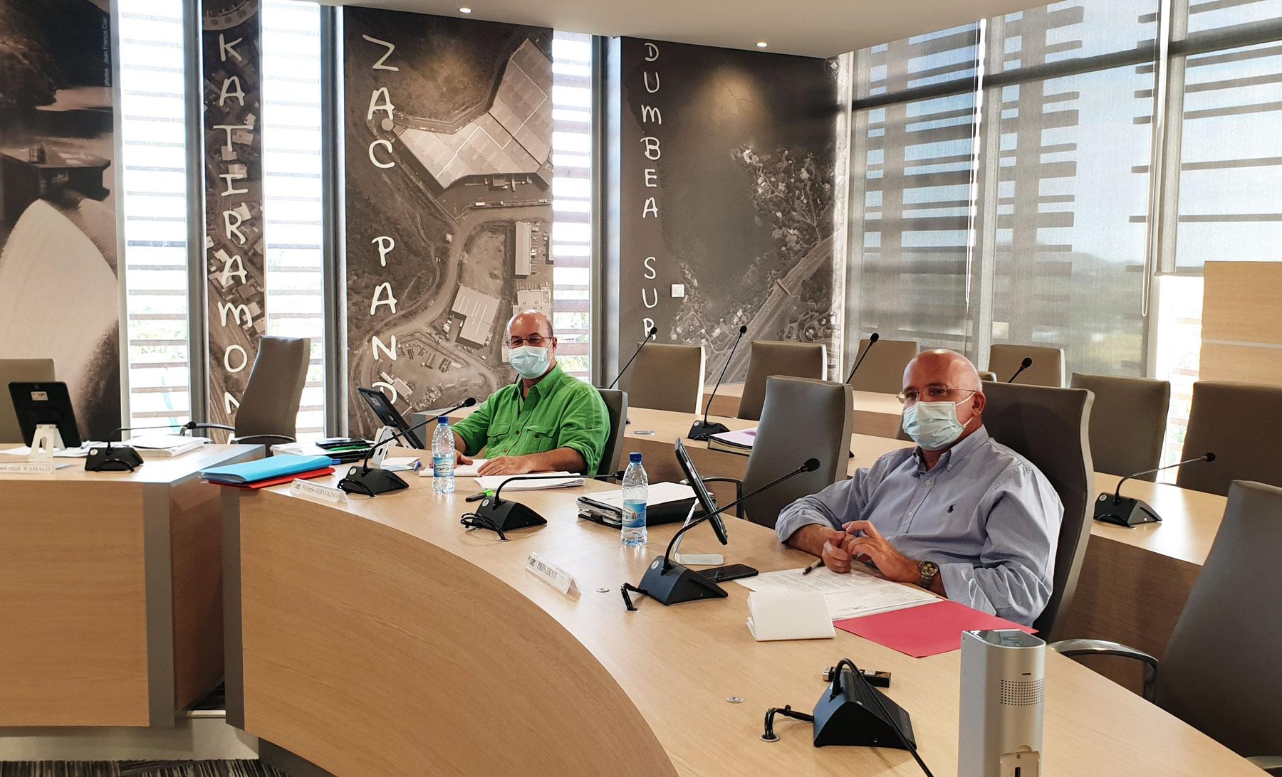 Yoann LECOURIEUX, président du CA de l'OPT-NC et Philippe GERVOLINO, directeur général par intérim de l'office.