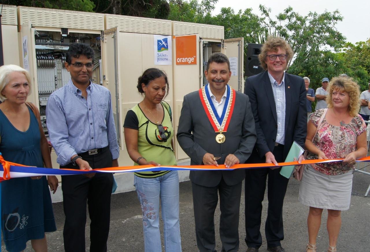 Orange Réunion permet l'accroissement des débits internet pour 525 foyers du quartier de Jean Petit à Saint-Joseph