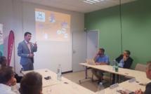Philippe Arnaud présente la filière devant le secrétaire d'état